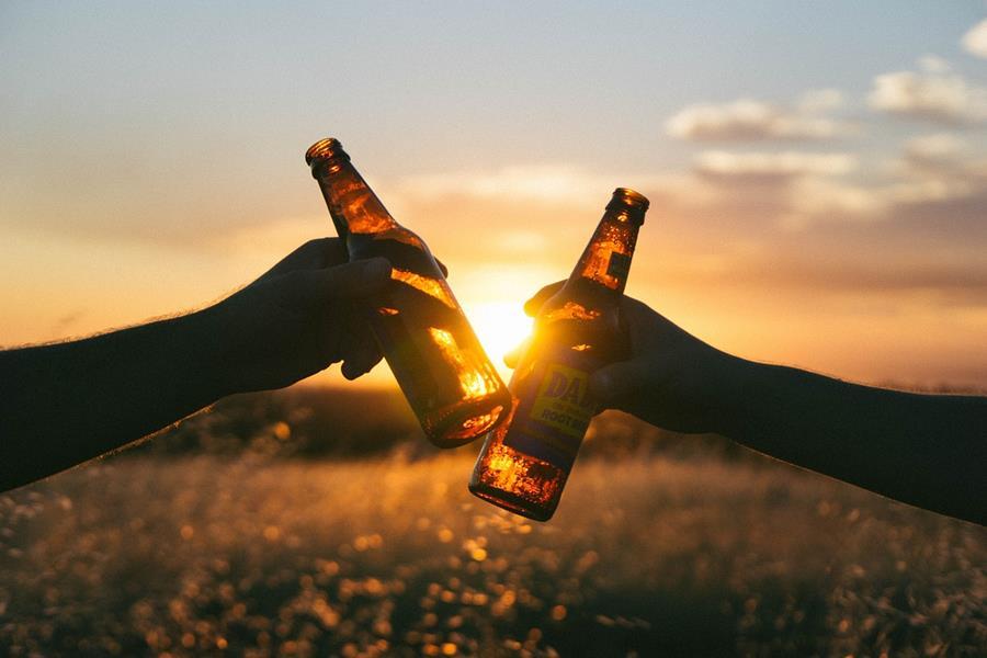 ¿Qué pasa si tomo alcohol y tranquilizantes?, vino y tranquilizantes, ¿Qué pasa si tomo alcohol y ansiolíticos?, ansiolíticos, benzodiazepinas, tipos de medicamentos ansiolíticos o Tranquilizantes, alcohol y ansiolíticos, cerveza y tranquilizantes, beber whisky con tranquilizantes, beber un cubata con tranquilizantes,