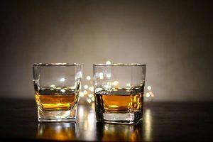 ¿Por qué engorda el alcohol?, cómo engorda el alcohol, ¿Cuantas calorías tiene el Alcohol?, Factores Sociales que hacen que el Alcohol engorde, ¿Cuál es el consumo moderado de Alcohol?, ¿Cuánto engorda cada bebida con Alcohol?, Calorías por 100 mililitros de bebida con Alcohol, consumo moderado de alcohol,
