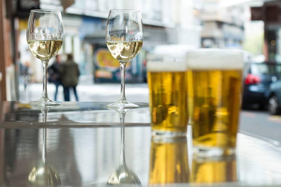 ¿Puedo Beber Alcohol si Tomo Antiinflamatorios?
