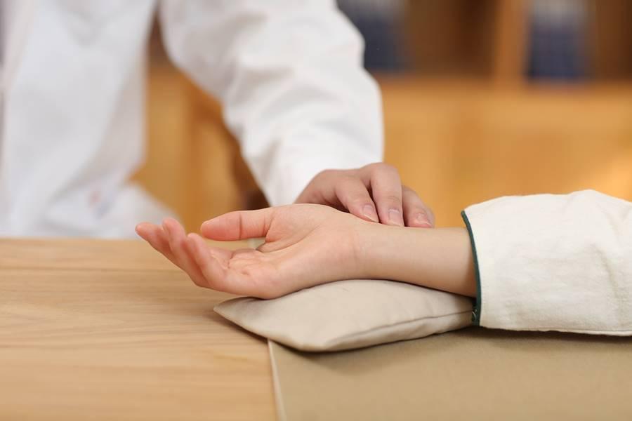 ¿Cómo se toma el pulso?, ¿Para qué sirve el pulso?, ¿Qué es el Pulso?, Características del Pulso Normal, Tipos de Pulso Anormales o patológicos, ¿Dónde se toma el pulso?,