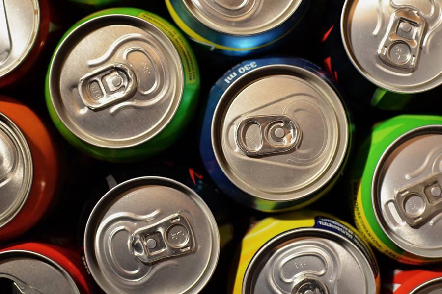 ¿Puedo beber alcohol con bebidas energéticas?, ¿Puedo mezclar Alcohol con Bebidas Energéticas?, Peligros al mezclar bebidas energéticas con alcohol, ¿Por qué se mezclan Bebidas Energéticas con Alcohol?, ¿Qué efectos produce mezclar Alcohol y Bebidas energéticas?,