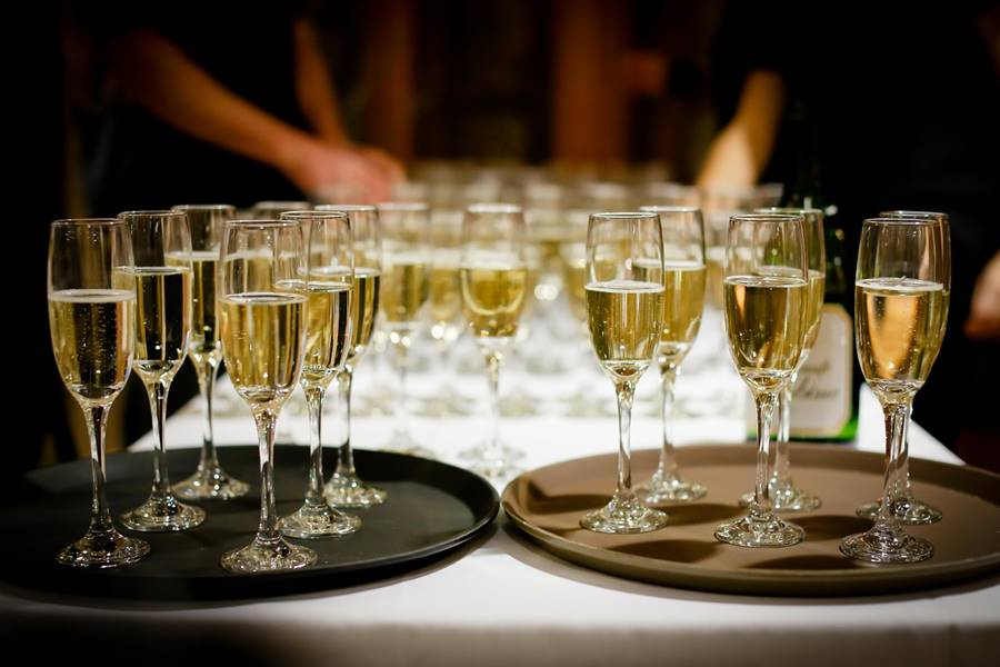 ¿Puedo Beber Alcohol si soy Diabético?, ¿Puedo Beber Alcohol si tengo Diabetes?, ¿Cuáles son los efectos del Alcohol en la diabetes?, Consecuencias de Alcohol y Diabetes, ¿Cuál es la relación entre Alcohol y Diabetes?, consejos para las personas diabéticas que beben alcohol, ¿Qué tipo de alcohol puede tomar un diabético?, ¿qué cerveza puede tomar un diabético?, recomendaciones para diabéticos que beben alcohol, ¿puedo beber vino si soy diabético?, ¿Puedo beber una copa de alcohol si soy diabético?,