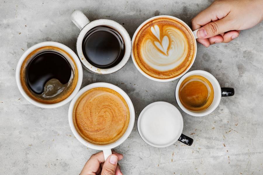 ¿Puedo beber Café con Bebidas Energéticas?, ¿Puedo beber Café si bebo Bebidas Energéticas?, café y bebidas energéticas, Café con bebidas energéticas, café con Red Bull, café con Monster, café con Amp Energy, café con Rockstar, café con NOS, ¿Cuál es el problema de mezclar Café y Bebidas Energéticas?, ¿Cuál es la dosis máxima de Cafeína al día?, ¿Cuáles son los efectos secundarios de la cafeína?, beneficios de la cafeína, inconvenientes de la cafeína, Tratamiento de la sobredosis de Cafeína, Efectos secundarios de las bebidas Energéticas, Tipos de Bebidas Energéticas,