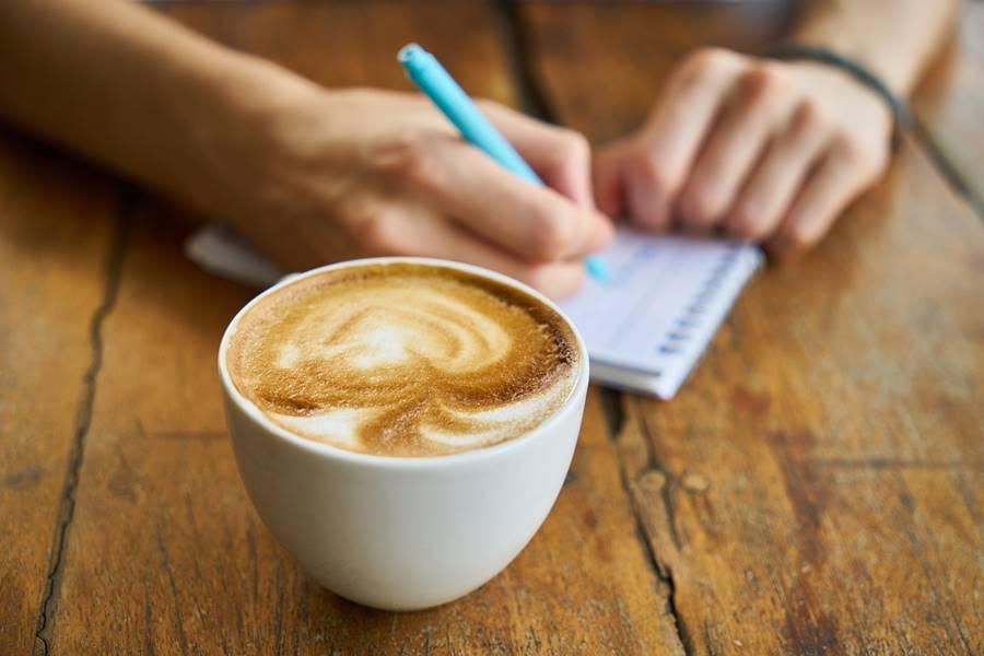 ¿Puedo Beber Café si tomo Anticonceptivos?, café y anticonceptivos, café con anticonceptivos, Cómo interacciona la mezcla de café con Anticonceptivos, Efectos secundarios al Mezclar Anticonceptivos con Café,