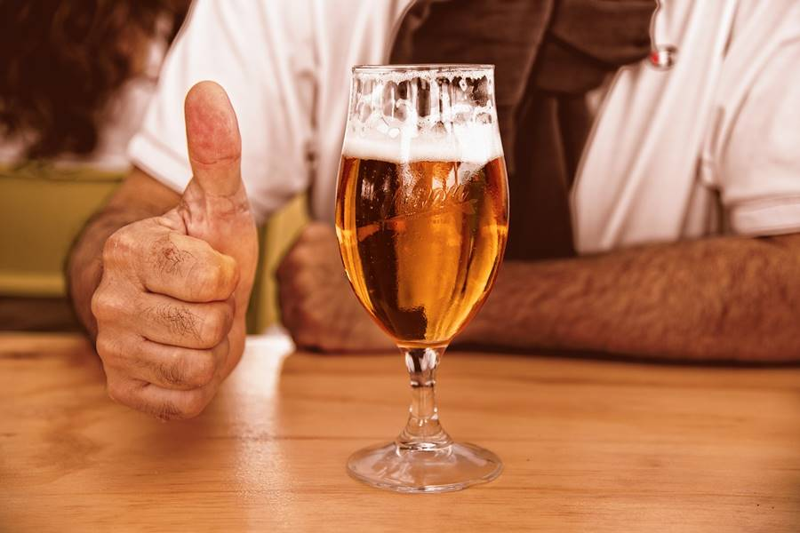 ¿Cuánto Alcohol puedo Beber al día?, ¿Qué Cantidad de Alcohol es normal al Día?, ¿Cuál es la cantidad normal de alcohol al día?, ¿Qué cantidad de Alcohol puedo beber al día?, ¿cuál es la cantidad moderada que se puede beber de alcohol al día?, ¿Qué cantidad de alcohol tiene la cerveza?, ¿Qué cantidad de alcohol tiene el vino?, ¿Qué cantidad de alcohol tiene un cubata?, ¿Cuál es el consumo moderado de alcohol al día?, ¿Cuál es el consumo normal de alcohol al día?,