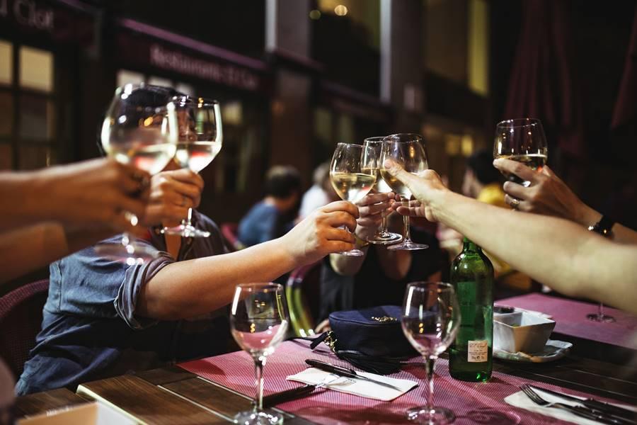 Tratamiento de la Resaca por Alcohol, Tratamiento de la Resaca después de beber Alcohol, ¿Qué es la Resaca por Alcohol?, ¿Cuáles son los Síntomas de la Resaca?, ¿Cuáles son las causas de la resaca?, ¿Cuáles son los Factores de riesgo para sufrir una Resaca?, ¿Cómo prevenir una Resaca por Alcohol?,