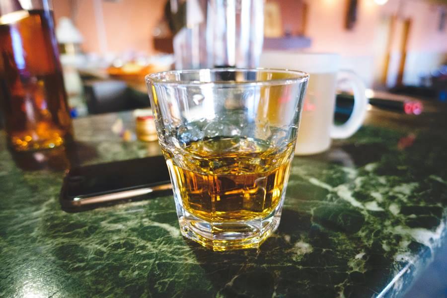 ¿Puedo beber alcohol si tomo escitalopram?, ¿Qué pasa si bebo alcohol con escitalopram?, ¿Qué pasa si tomo escitalopram con alcohol?, ¿Qué es el escitalopram?, alcohol y escitalopram, alcohol con escitalopram, alcohol y cipralex, alcohol y esertia, alcohol y heipram, alcohol y mozarin,