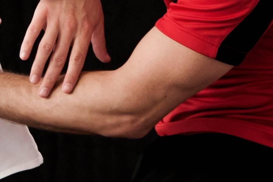 Tratamiento del codo de tenista, Tratamiento de la Epicondilitis, Tratamiento del dolor en el codo, ¿cuáles son los síntomas de la Epicondilitis?, ¿cuáles son los síntomas del codo de tenis?, ¿Qué es la Epicondilitis?, ¿Qué es el codo de tenista?, ¿Cuáles son las causas de la epicondilitis?, ¿Cuáles son las causas del codo de tenista?, ¿Cómo se diagnostica la epicondilitis?, ¿Cómo se diagnostica el codo de tenista?,